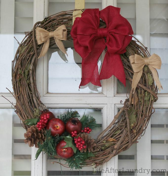Christmas Bow Wreath via lifeafterlaundry